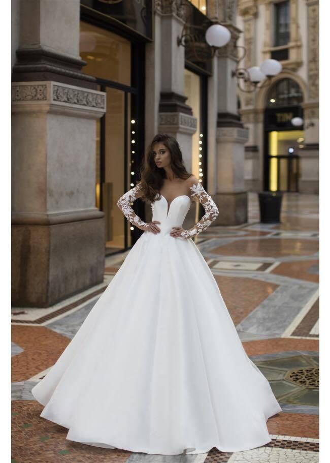 21afe5419ce robe de mariée princesse manche longue recouverte de dentelle à ...