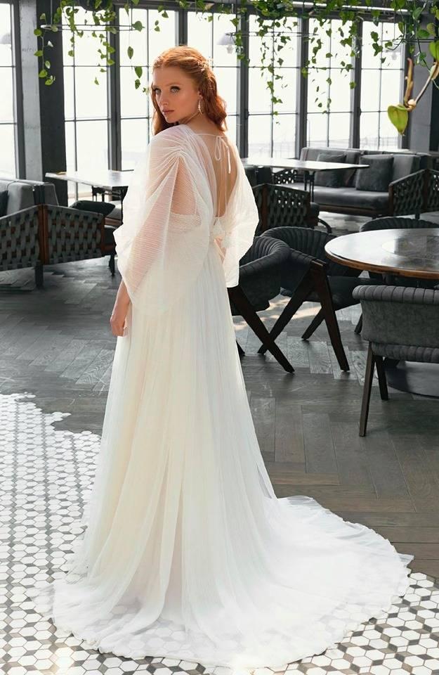 Robe De Mariee Fluide Boheme Decolletee Et Fines Bretelles Sur Marseille Boutique Solution Ceremonie