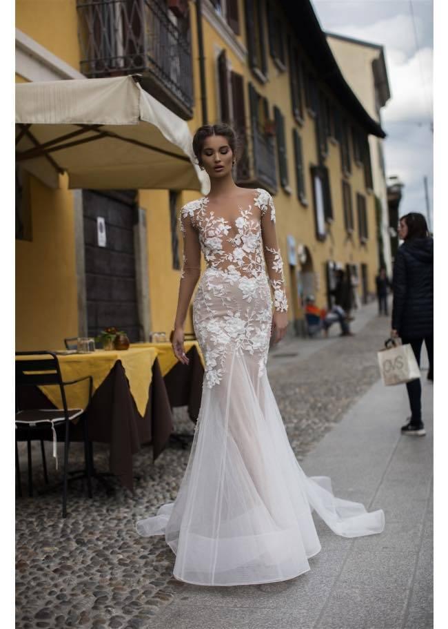 6b5a25e5e8e robe longue de mariée sirene en fine dentelle brodée à marseille ...