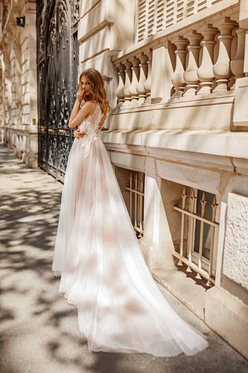 robe de mariée bohème longue décolleté avec